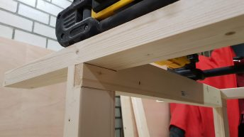 Mobile Workbench joint close-up